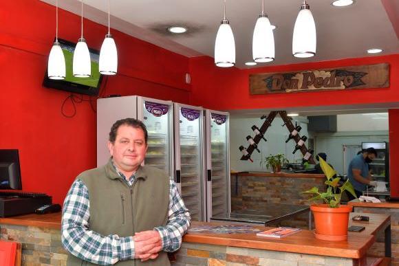 Buscaba complementar su sueldo y hoy vende unas 35.000 empanadas al mes y abrió en España